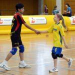 Pauline Hinze verabschiedet sich von einem Gegenspieler. Foto: S. Bruhin