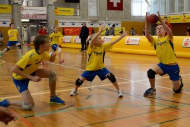 Die Verteidigung steht: Tobias Fabian, Pauline Hinze und Frederik Hinze (von links). Foto: S. Bruhin