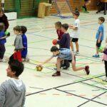 Kinder und Erwachsene machten in Essen erstmals spielerisch Bekanntschaft mit einem Tchoukball-Frame. Foto: Thomas Langescheid