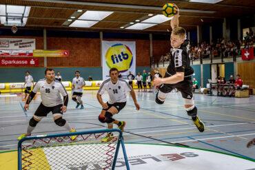 Der Höhenflug ist noch nicht zuende: Die deutschen Männer um Spielertrainer Frederik Berbecker spielen morgen bei der Tchoukball-Europameisterschaft gegen die Schweiz um Platz drei. (Foto: Rafael Hild)