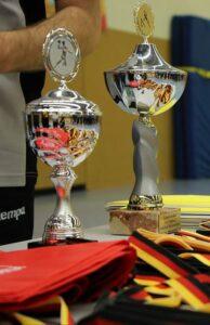 Doppeltes Lottchen: Erstmals wurden bei der diesjährigen Tchoukball-DM zwei Siegerpokale vergeben.