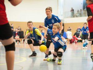 DM 2014Fünf Junioren-Teams lieferten sich spannende Spiele. In dieser Szeneversuchen die Urbicher Jan Einnicke, Moritz Fromm und Jonas Langpater(von links)einen Wurf der Lenneper TG zu fangen.(Foto: Susann Fromm)