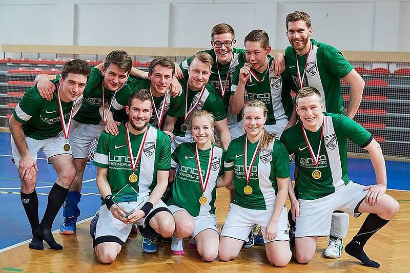 Freude über der überraschenden Erfolg beim European Winners' Cup 2016: Das Team des TuS Oeckinghausen.