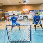 Die Thüringer Tchoukball-Vereine sind auch international erfolgreich. Sie stellten bei der Junioren-Europameisterschaft im vergangenen Sommer zwölf Nationalspieler. Lukas Bärwinkel (SG Urbich, links) gewann in der Jungen-Altersklasse M15 die Silbermedaille. Hier wirft er im Finale gegen Italien den Ball auf das Frame. (Foto: Susann Fromm)
