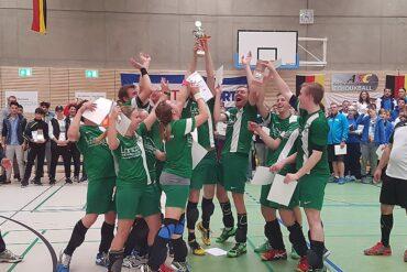 Der alte und neue Deutsche Meister TuS Oeckinghausen feierte ausgelassen den abermaligen Gewinn des Titels. (Foto: Antje Renelt)