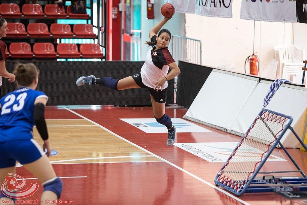 Talita Carneiro Rodrigues wirft bei der Europameisterschaft 2018 auf das Frame. (Foto: David Sandoz)