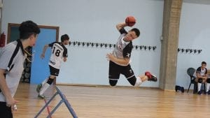 Piotr Reclik springt bei der Europameisterschaft in Italien auf das Frame zu. (Foto: Anthea Pignattini)