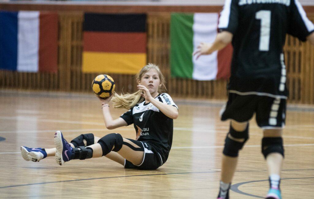 Im Vereinsteam ist Adele eine wichtige Außenverteidigerin. Das Foto zeigt eine Szene von der Junioren-Europameisterschaft 2016. (Foto: Susann Fromm)